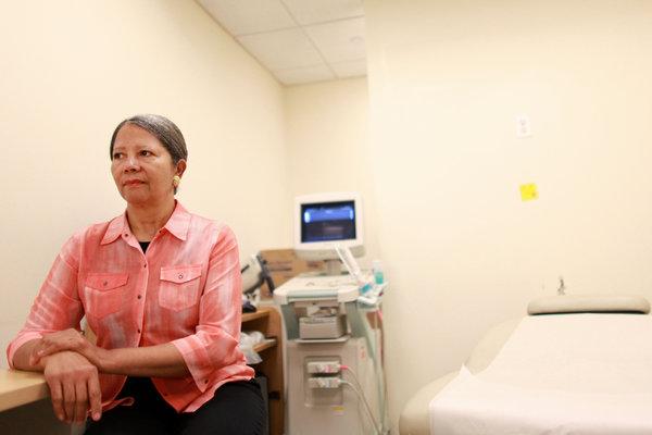 Dr Angela Diaz, szefowa Centrum Zdrowia Młodzieży Mount Sinai, przyznała, że niektórzy rodzice wyrazili milczącą zgodę na wprowadzenie programu antykoncepcji, ponieważ dużą trudność sprawiało im porozmawianie ze swoimi dziećmi o seksie.