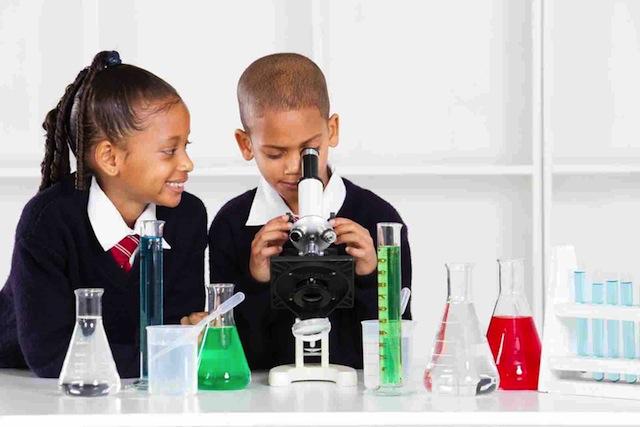 shutterstock_81595396-boy-and-girl-scientist