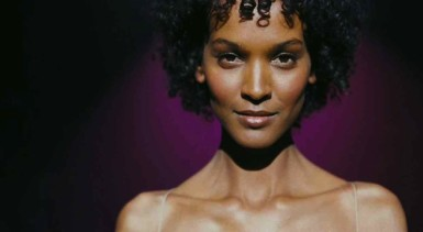 liya-kebede-as-waris-dirie-in-desert-flower
