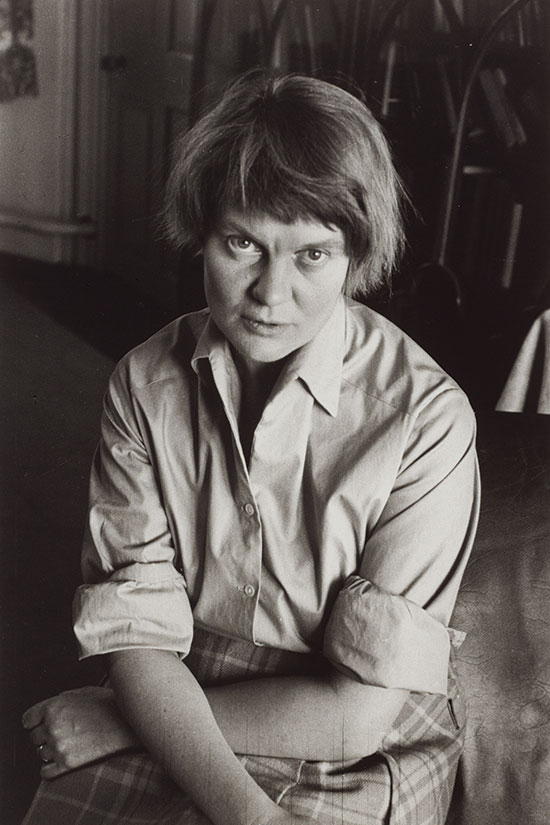 an analysis of the life of iris murdoch and her struggle with alzeimers disease in iris a film by ri True story of the lifelong romance between novelist iris murdoch and her husband john bayley, from their student days through her battle with alzheimer's disease.