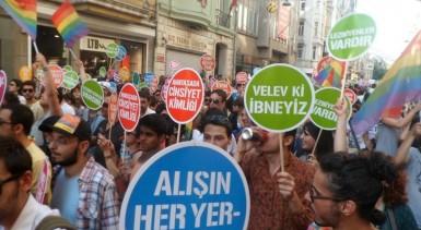 Istanbul_Turkey_LGBT_pride_2012_(49) (1)