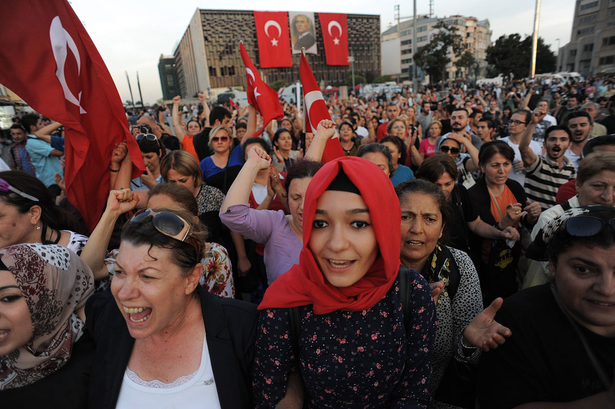 taksim_square_peaceful_protests-_events_of_june_16_2013-2