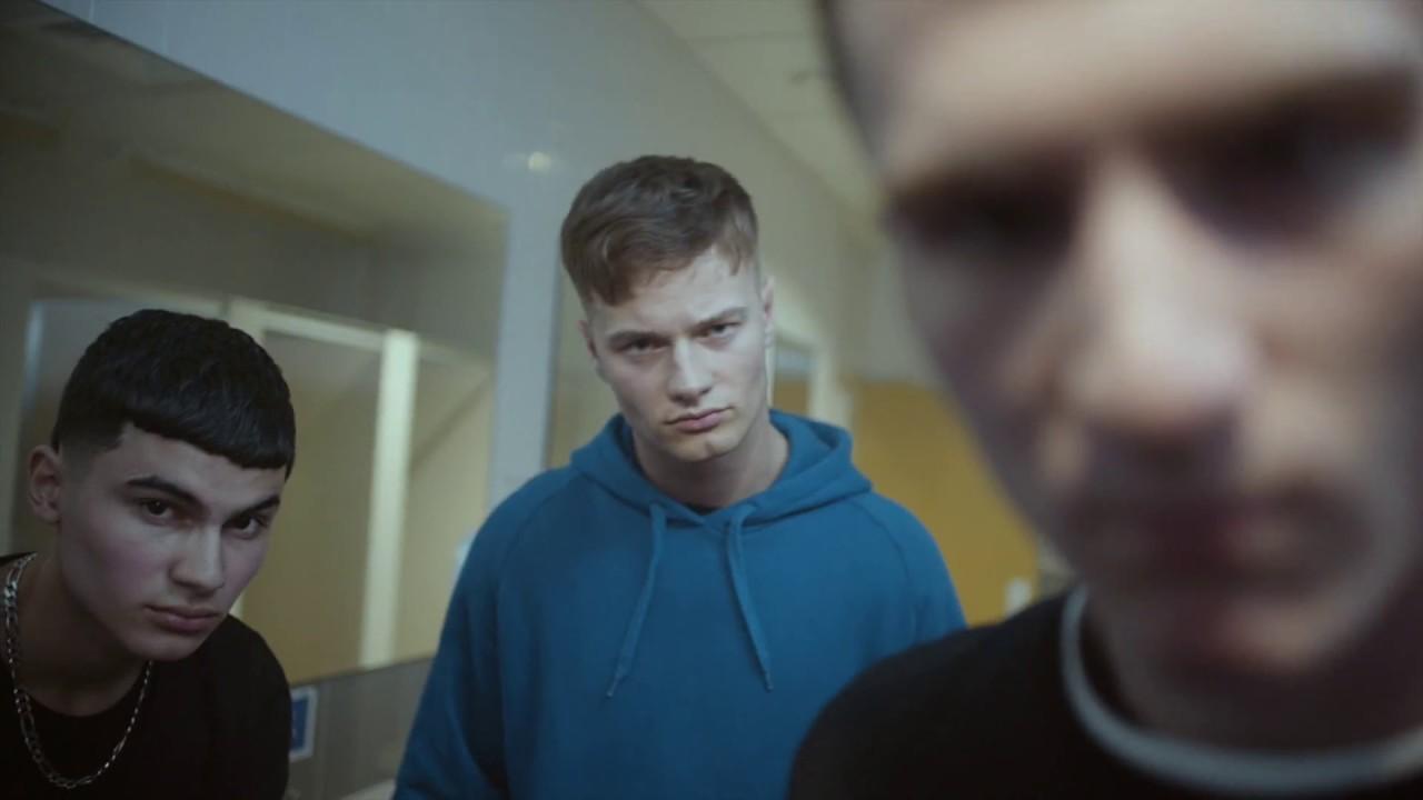 Kampania, która rozbija normy męskości: Czy mogę płakać? Czy wolno mi eksperymentować z innymi chłopakami?